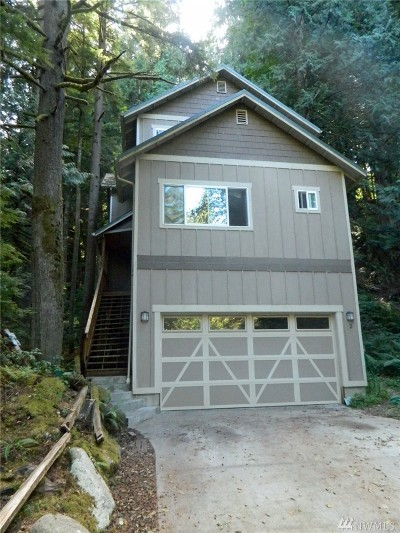 Bellingham Single Family Home For Sale: 2 Tumbling Water Dr