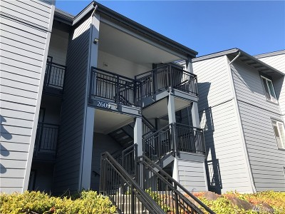 Renton Condo/Townhouse For Sale: 2609 NE 4th St #215