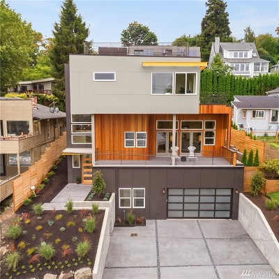 Seattle Single Family Home For Sale: 3637 W Commodore Wy