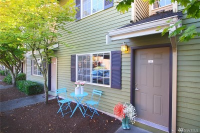 Everett Condo/Townhouse For Sale: 412 Center Rd #A8