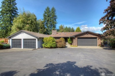 Maple Valley Single Family Home Contingent: 21011 253rd Place SE