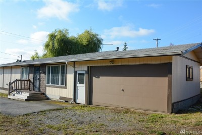 Everett Single Family Home For Sale: 9404 Holly Drive