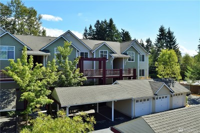 Everett Condo/Townhouse For Sale: 13000 Admiralty Wy #A305
