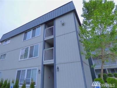 Burien Condo/Townhouse For Sale: 101 SW 119th St #206