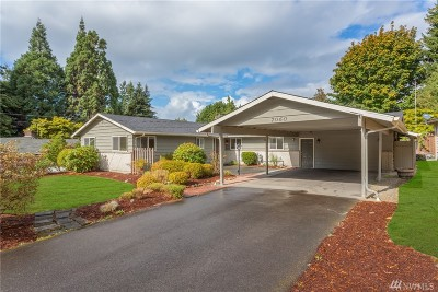 Kenmore Single Family Home For Sale: 7060 NE 145th St