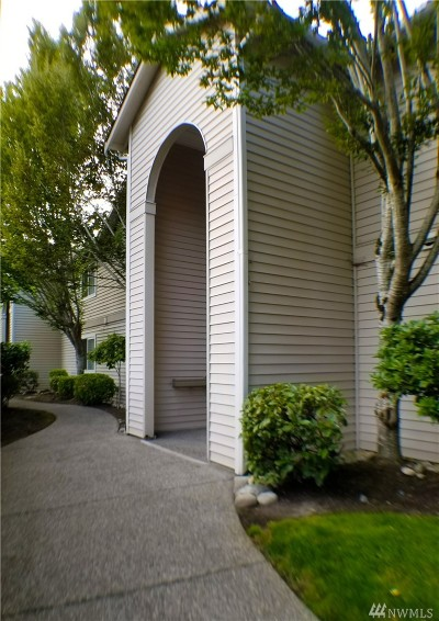 Bothell Condo/Townhouse For Sale: 2201 192nd St SE #R103