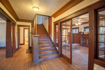 Single Family Home For Sale: 2109 Aurora Ave N