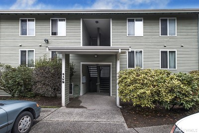 Bellevue Condo/Townhouse For Sale: 4179 W Lake Sammamish Pkwy SE #A109