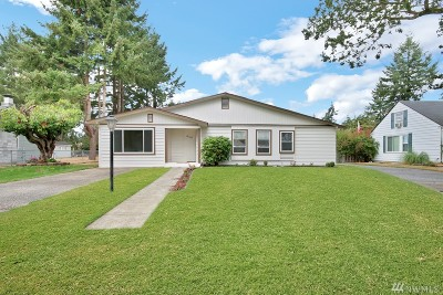 Lakewood Single Family Home For Sale: 6141 Fairlawn Dr SW