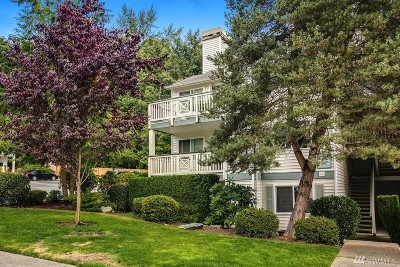 Kirkland Condo/Townhouse For Sale: 9910 NE 137th St #B105
