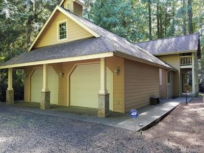 Single Family Home For Sale: 592 E Pointes Dr W