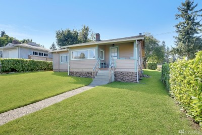 Lakewood Single Family Home For Sale: 8916 Forest Rd SW