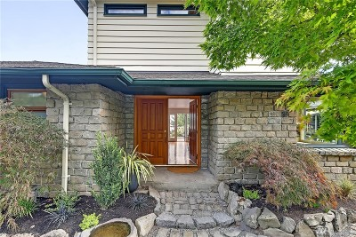 Single Family Home For Sale: 334 Erie Ave