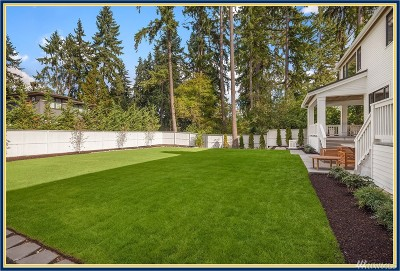 Bellevue Single Family Home For Sale: 10452 SE 19th St