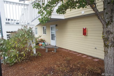 Everett Condo/Townhouse For Sale: 8823 Holly Dr #L-101