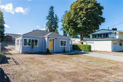 Lakewood Single Family Home For Sale: 8908 Rose Rd SW