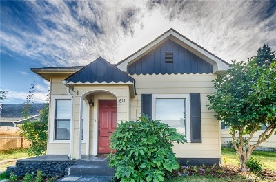 Centralia Single Family Home For Sale: 614 W Center St