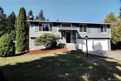 Spanaway Single Family Home For Sale: 817 Glen Oaks Dr E