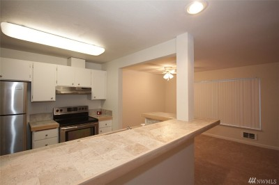 Federal Way Condo/Townhouse For Sale: 28418 16th Ave S #105