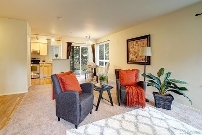 Bothell Condo/Townhouse For Sale: 3921 243rd Place SE #J102