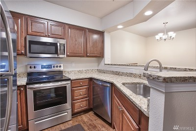 Bothell Condo/Townhouse For Sale: 15300 112th Ave NE #A303