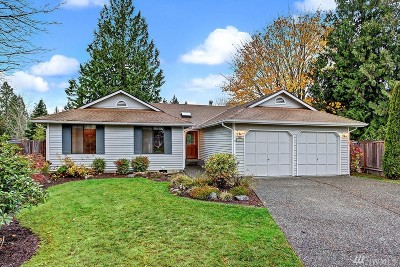 Single Family Home For Sale: 909 223rd Ct NE