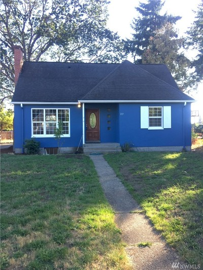 Lakewood Single Family Home For Sale: 22 Columbia Cir SW