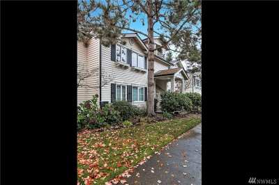 Everett Condo/Townhouse For Sale: 12404 E Gibson Rd #G201