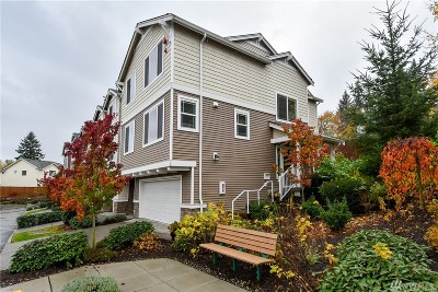 Lynnwood Condo/Townhouse For Sale: 15720 Manor Wy #P8