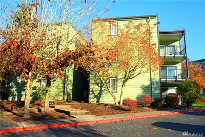Everett Condo/Townhouse For Sale: 13009 E Gibson Rd #Q230