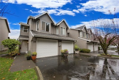 North Bend Condo/Townhouse For Sale: 321 SE Orchard Dr #24