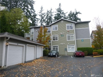 Everett Condo/Townhouse For Sale: 12712 Admiralty Wy #D104