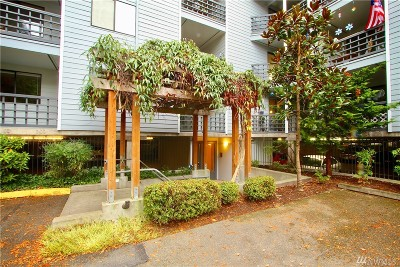 Shoreline Condo/Townhouse For Sale: 710 N 160th St #B210