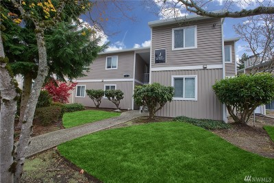 Kirkland WA Condo/Townhouse For Sale: $220,000