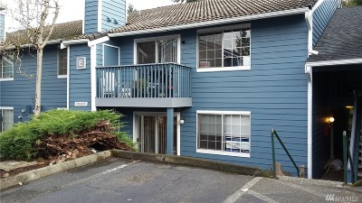 Lynnwood Condo/Townhouse For Sale: 16817 Larch Wy #E103