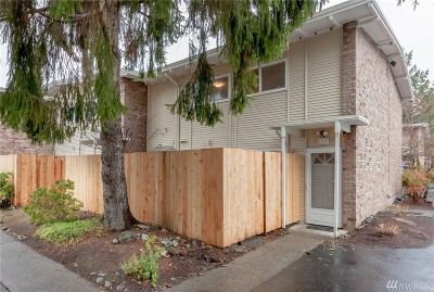 Bellevue Condo/Townhouse For Sale: 12232 SE 59th St #111