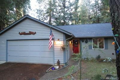 Single Family Home For Sale: 564 E Pointes Dr W