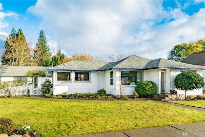 King County Single Family Home For Sale: 436 Wells Ave N