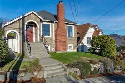 Single Family Home For Sale: 2450 W Lynn St