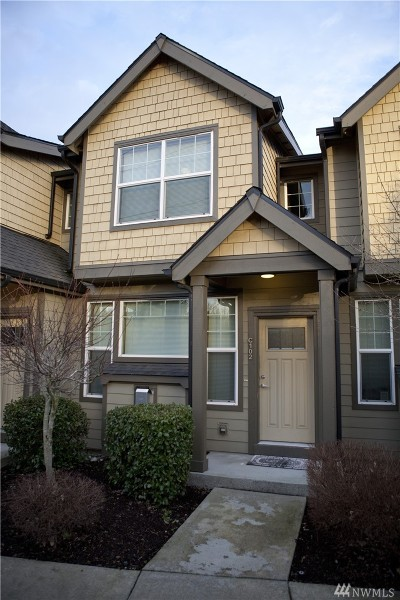 Bothell Condo/Townhouse For Sale: 19102 20th Dr SE #C-102