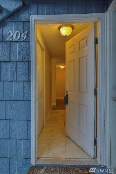 King County Condo/Townhouse For Sale: 3302 I St NE #A204