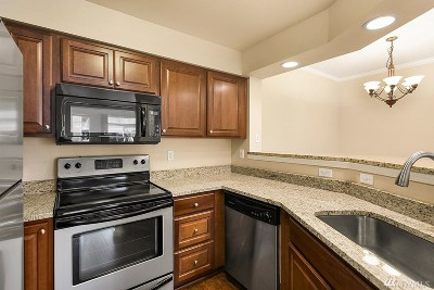 Bothell Condo/Townhouse For Sale: 15300 112th Ave NE #A105