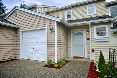 Everett Condo/Townhouse For Sale: 10030 Holly Dr #113