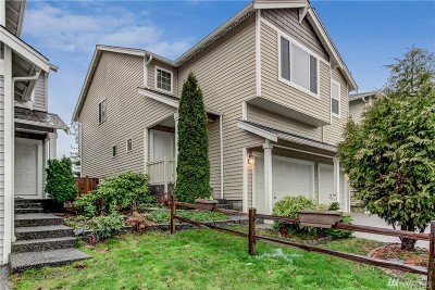 Everett Condo/Townhouse For Sale: 2102 127th Place SW