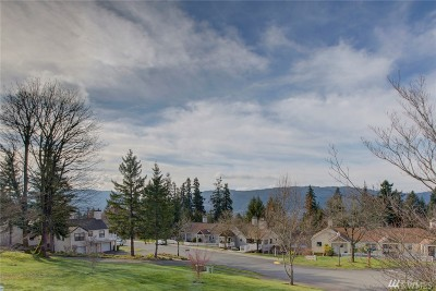 Issaquah Condo/Townhouse For Sale: 4063 223 Place SE #2024