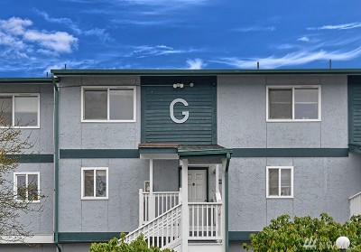 Everett Condo/Townhouse For Sale: 8823 Holly Dr #G 206