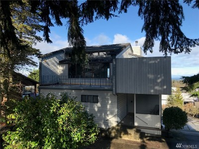 Single Family Home For Sale: 1825 E 3rd St