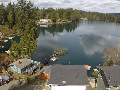 Shelton Single Family Home For Sale: 990 Lakeside Dr