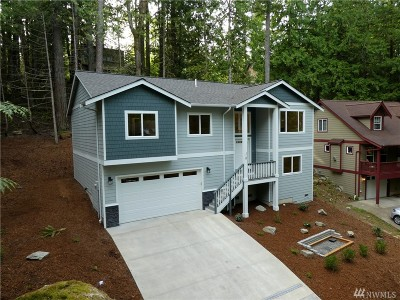 Bellingham Single Family Home For Sale: 10 Rocky Ridge Dr