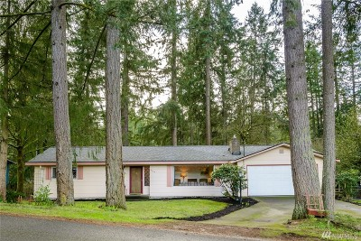 Lacey Single Family Home Contingent: 7123 Holmes Island Rd NE